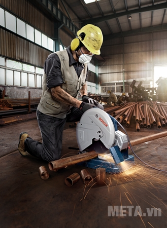 Máy cắt sắt Bosch GCO 14-24 cho khả năng cắt sắt nhanh chóng.
