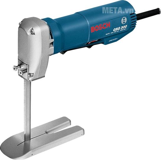 Máy cắt xốp Bosch GSG 300 dễ điều khiển thao tác cắt nhờ thiết kế nhỏ gọn.