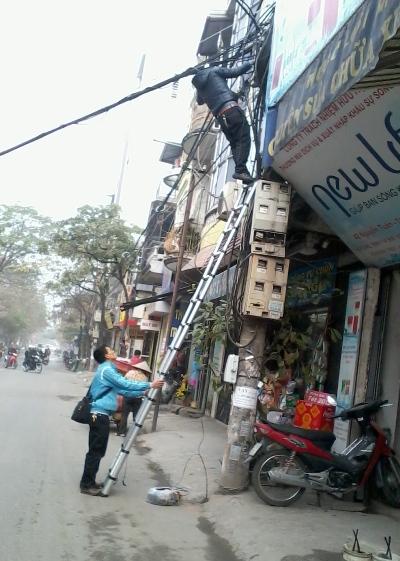 Thang nhôm rút gọn Advindeq ADT212F - Cao 3,8m
