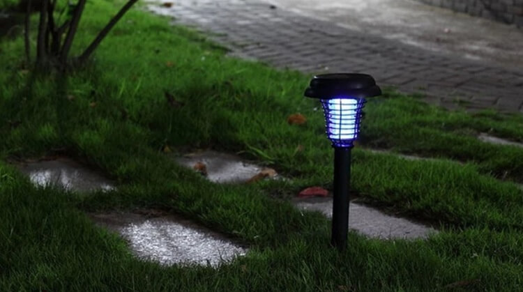 Đèn bắt muỗi tỏ ra hiệu quả ở những nơi ít ánh sáng như sân, vườn